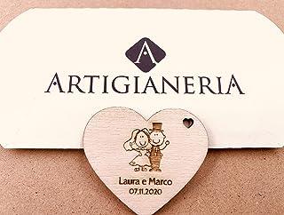 Artigianeria - Set di n°10 (o più) pezzi. Cuore in legno con sposi, personalizzato con nomi e data. Ideale come bomboniera...