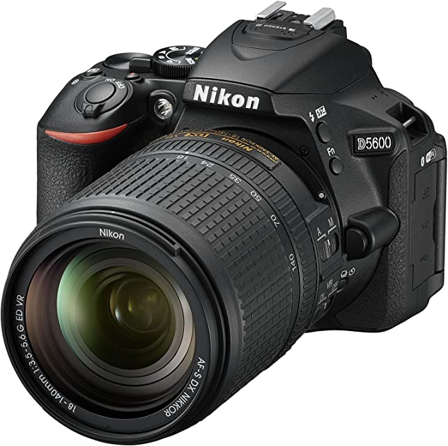 Nikon D5600 - Cámara réflex de 24.2 MP (pantalla táctil de 3 Full HD) negro - kit con objetivo AF-S DX 18 - 140 mm VR versión europea