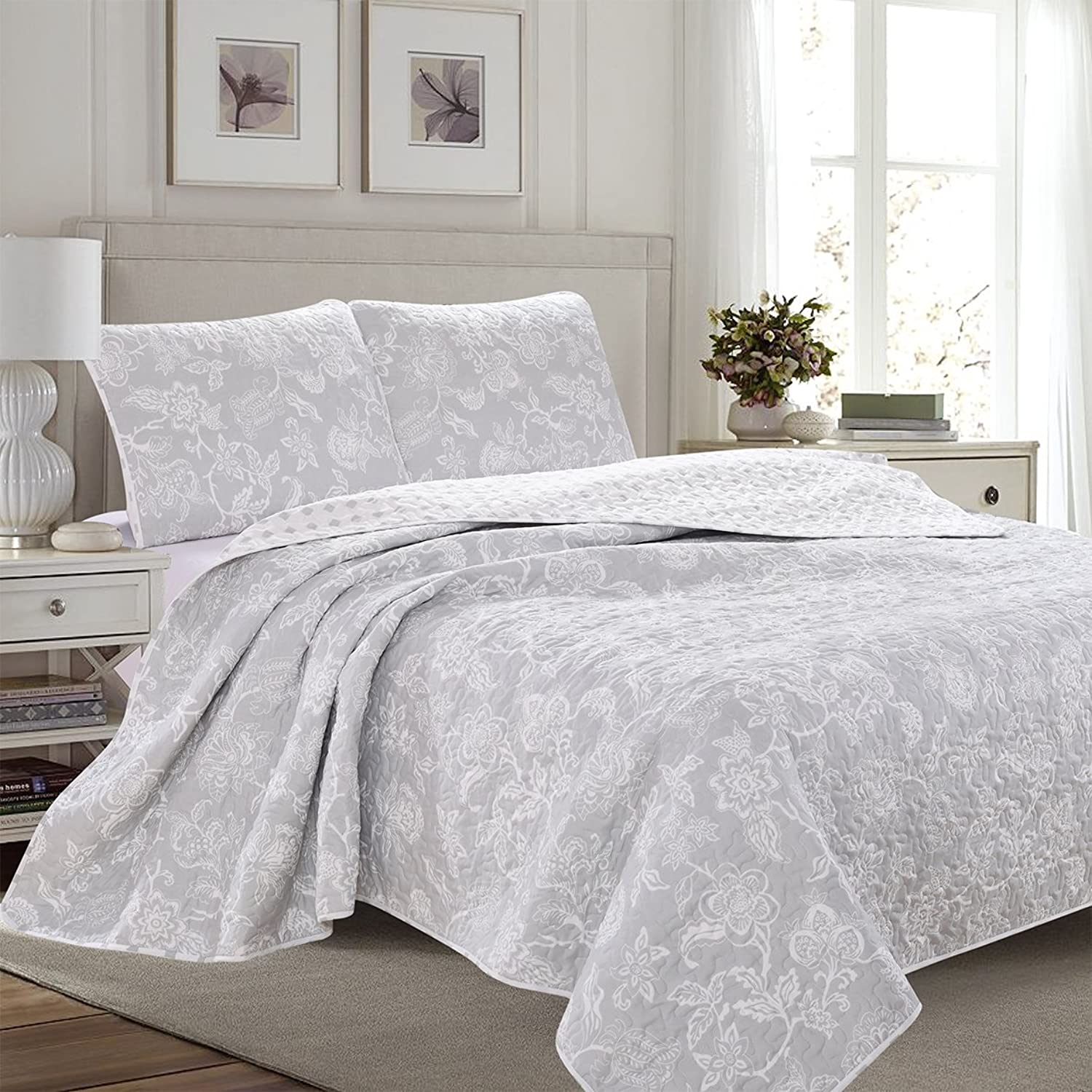 Great Bay Home 3-Piece Reversible Quilt Set with Shams. All-Season Bedspread with Floral Print Pattern in Contemporary colors. Emma Collection Brand. (King, Grey)