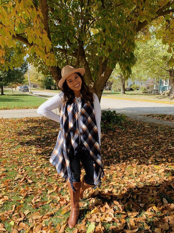 Inorin Womens Sleeveless Plaid Asymmetrical Hem Tassel Drape Open Front Cardigan Vest