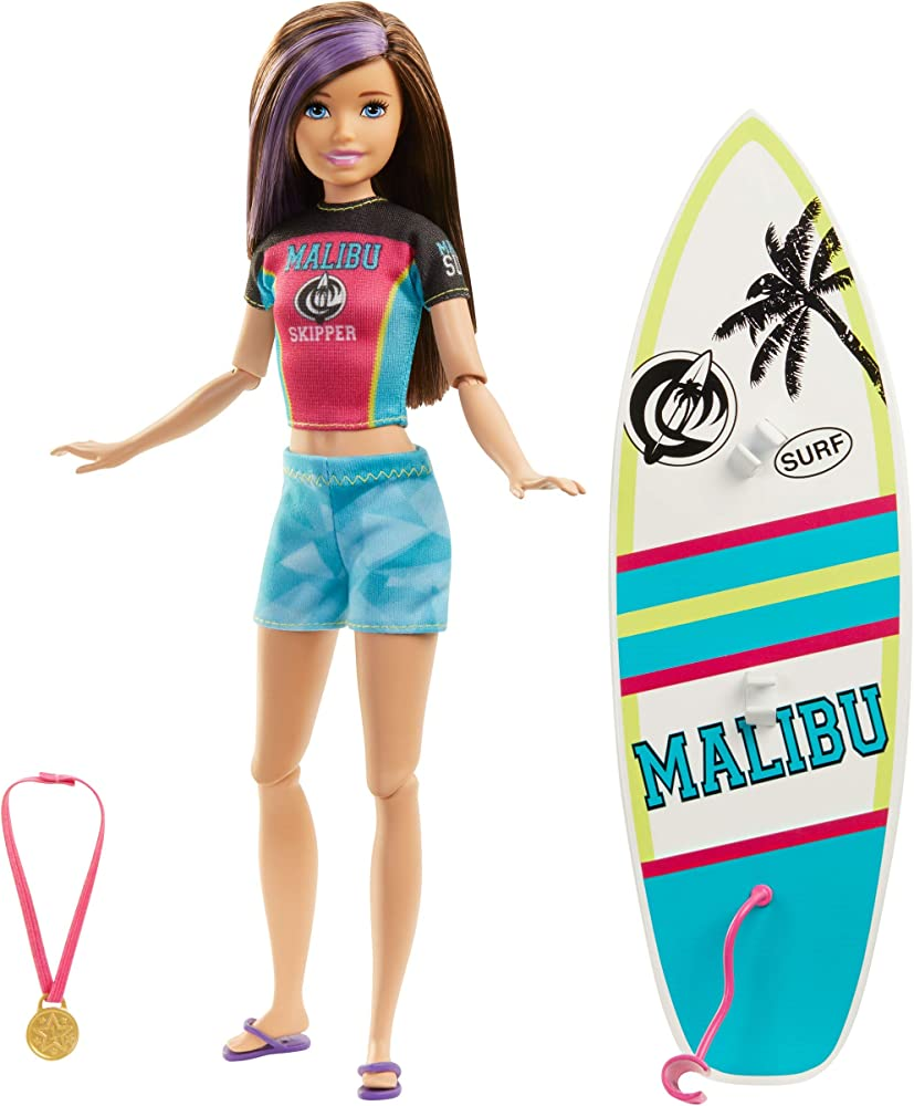 Barbie, bambola skipper con tavola da surf GHK36
