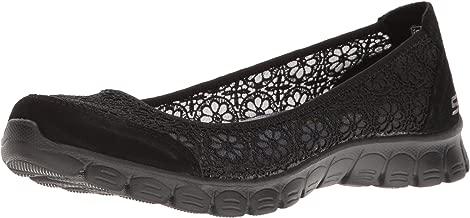 حذاء رياضي نسائي مسطح من Skechers مقاس 2 Flighty