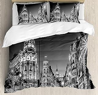 Decoraciones en blanco y negro Juego de funda nórdica de 3 piezas, Madrid City Night España Main Street Arquitectura antigua, Juego de cama Colcha para niños / adolescentes / adultos / niños, Rey gris