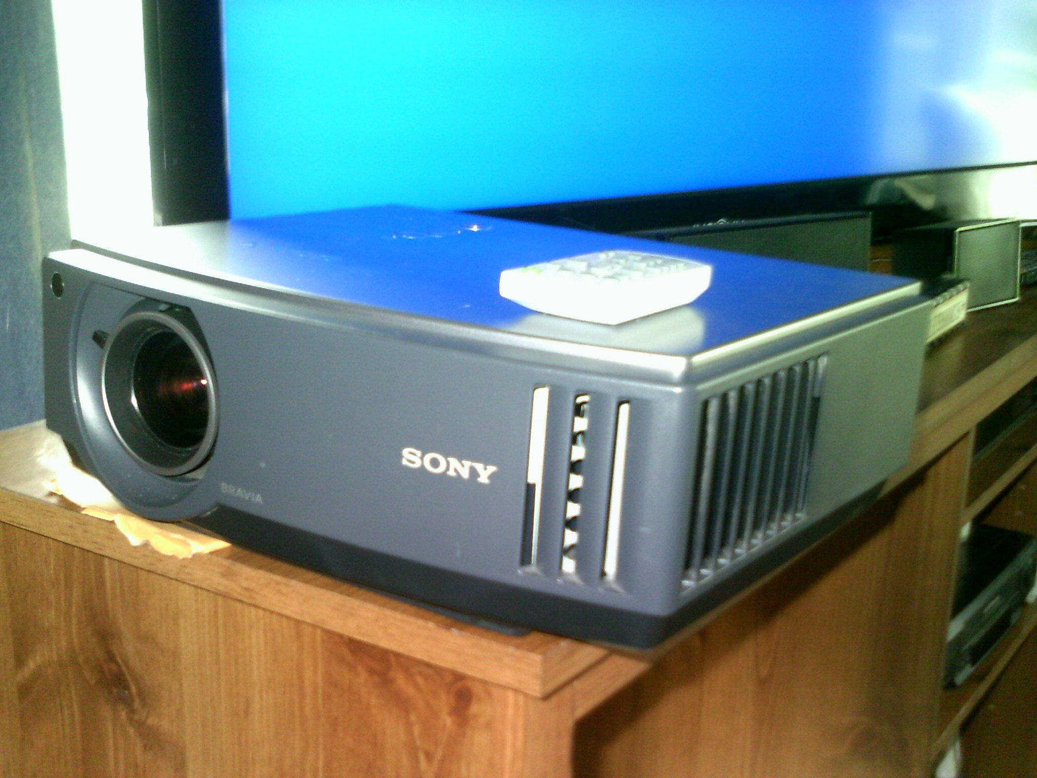 Amazon Com Sony Vpl Aw15 Bravia Home Theater Lcd Front Projector Electronics