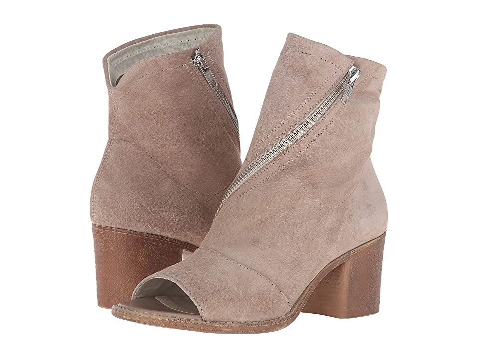 Summit by White Mountain Fantasia (Desert Suede) High Heels