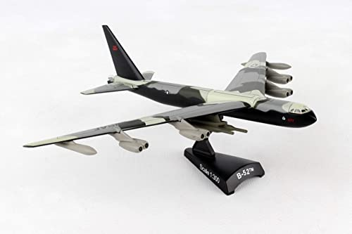 Daron Worldwide Trading B-52 Stratofortress Vehicle (1 300 Scale)