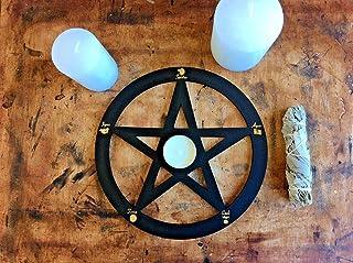 Protección Pentáculo negro y dorado grabado en madera con su vela, candelabro