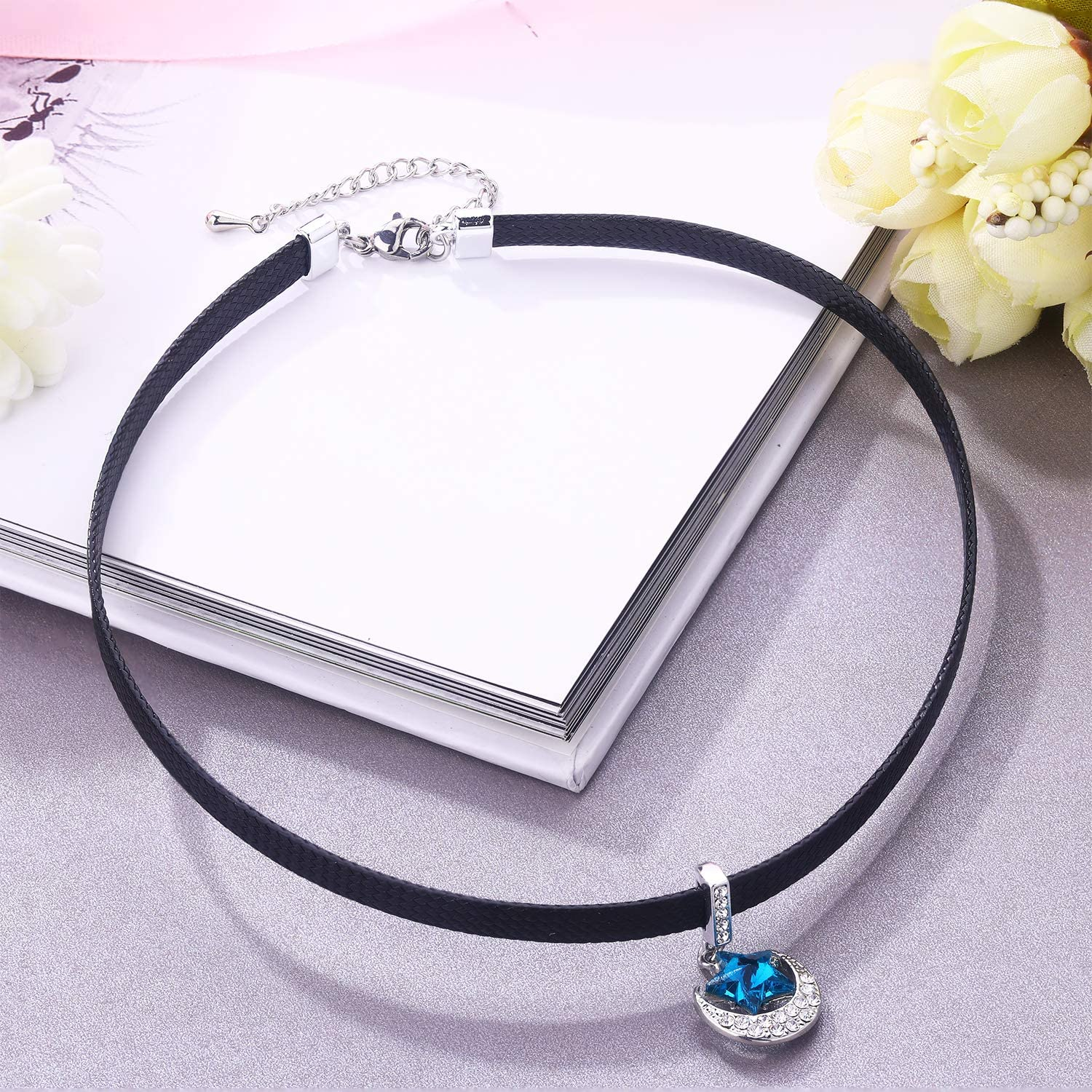 LVEN Black Choker Necklace for Women,Gold//Siver Tone Choker Necklace with Elegant Pendant