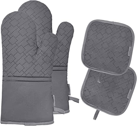Amazon Com Oven Mitts And Pot Holders Set 4pcs Oven Mitt 572f Heat Resistant For Kitchen Soft Cotton Lining Oven Gloves With Non Slip Silicone Surface For Cooking Baking Grilling Grey Kitchen Dining