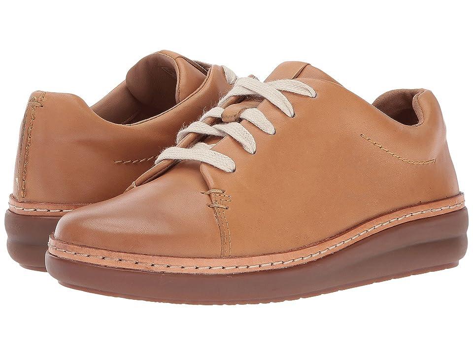 Clarks Amberlee Crest (Light Tan) Women's  Shoes