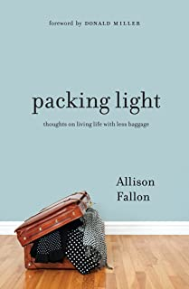 Packing Light: Thoughts on Living Life with Less Baggage (English Edition)