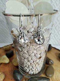 Pendiente de Plata y cristal de roca en color blanco con un diseño elegante.