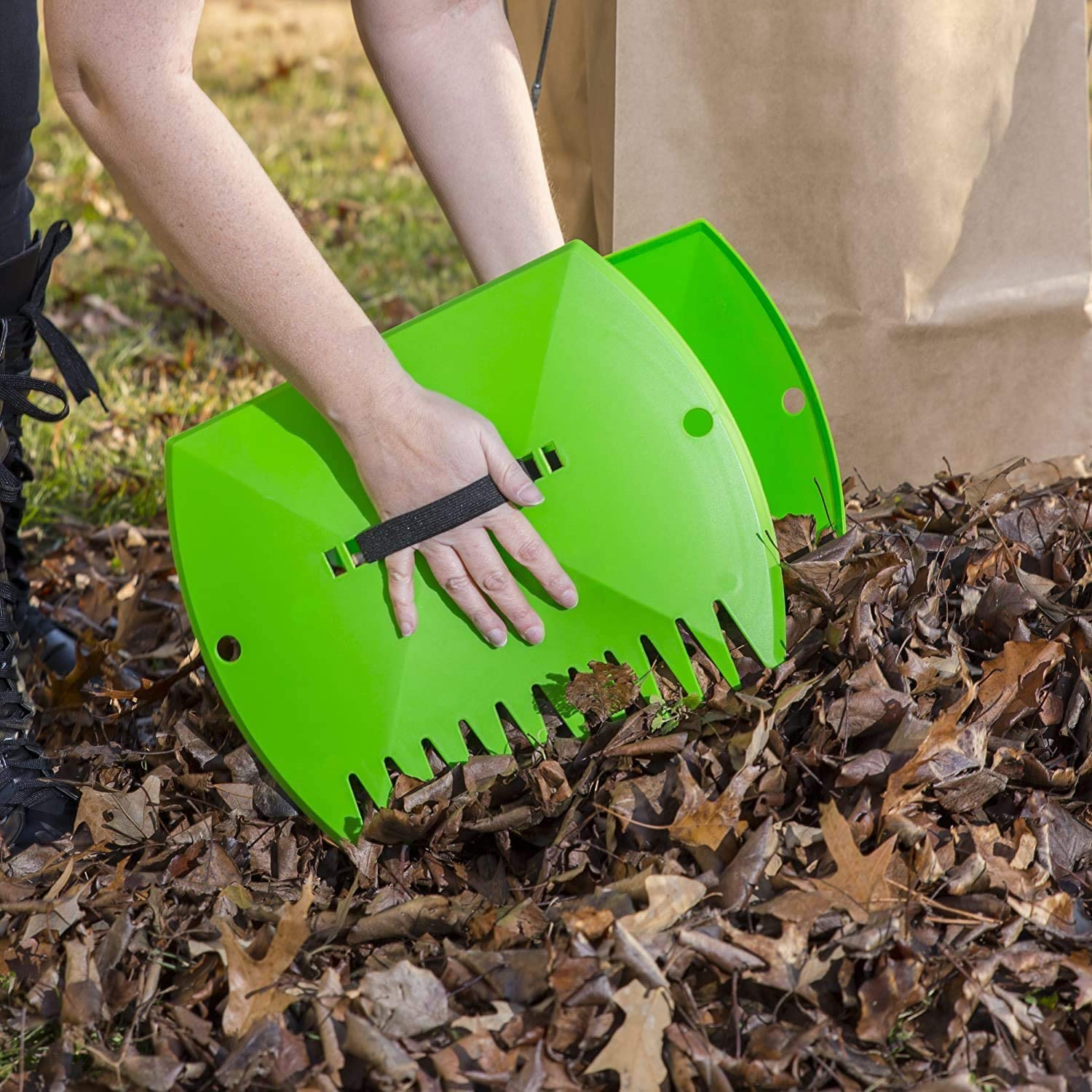 AKlamater Garden Yard Leaf Scoops Green 1 Pair Lawn Claws with Adjustable Elastic Handle Strap for Collecting Garden Leaf Rubbish Grass
