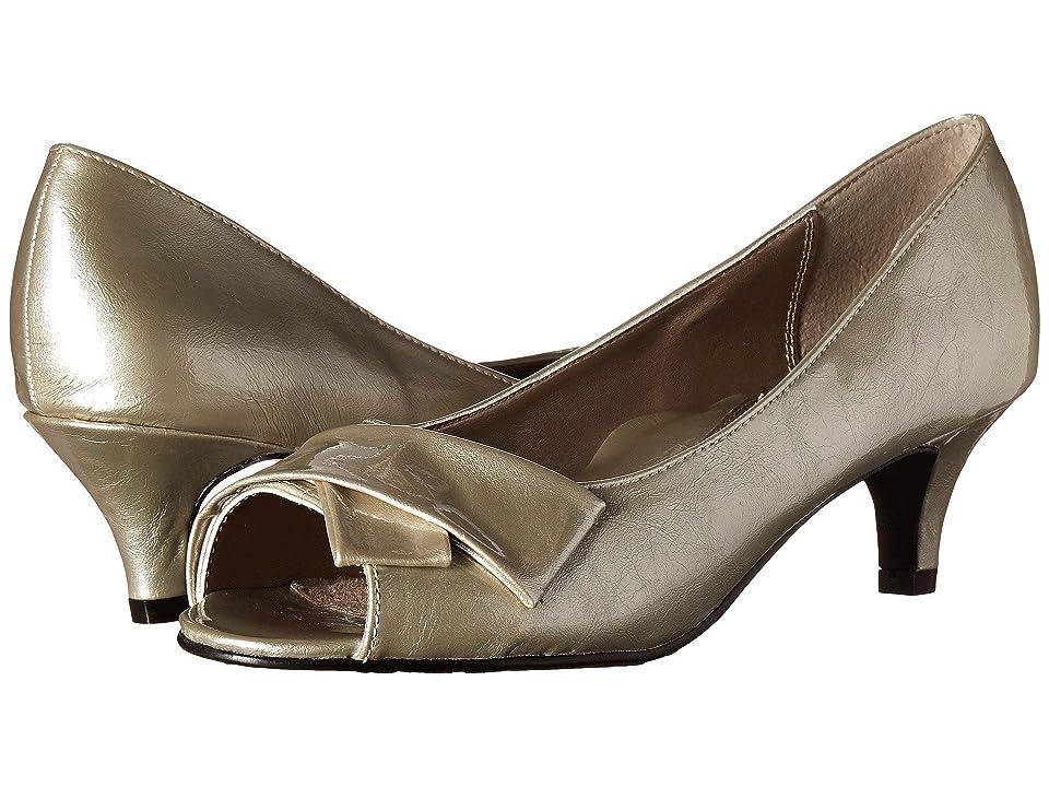 Soft Style Aubrey (Bone Pearlized Patent) Women