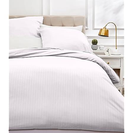 Amazon Basics Parure de lit avec housse de couette haut de gamme avec deux taies d'oreiller, 260 x 240 cm, Blanc éclatant