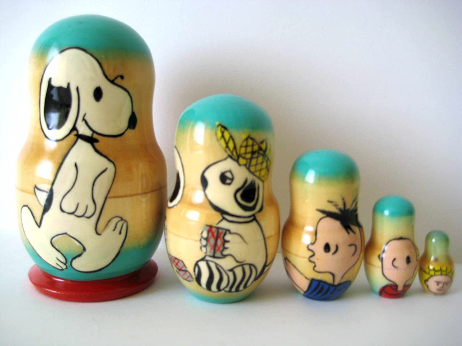 Snoopy  Russian Nesting doll 5 pc   10cm  4.144