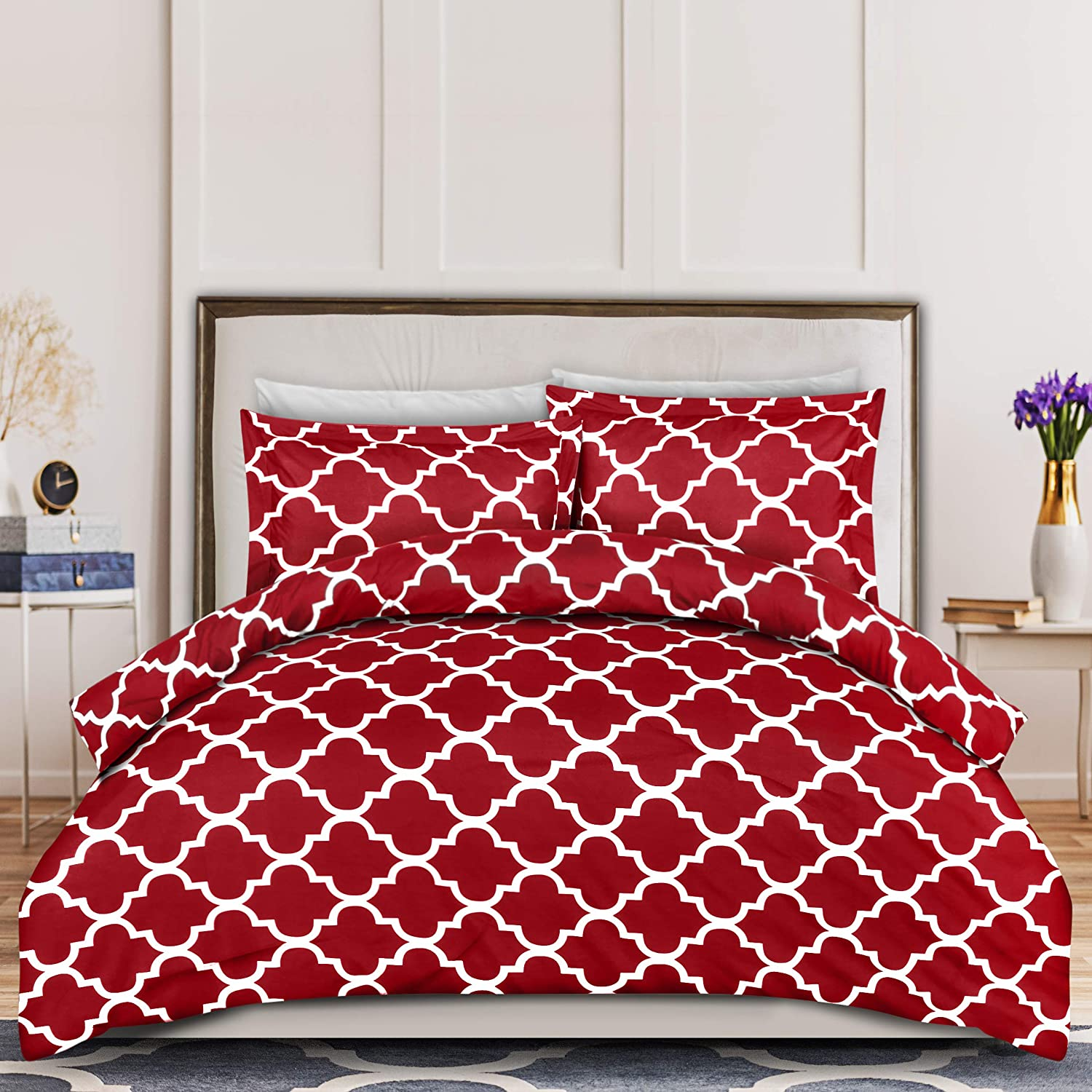 Utopia Bedding 3PC Duvet Cover Set 1 Duvet Cover with 2 Pillow Shams - Comforter Cover with Zipper Closure - Soft Brushed Microfiber - Shrinkage & Fade Resistant Easy Care (Queen, Quatrefoil Burgundy)