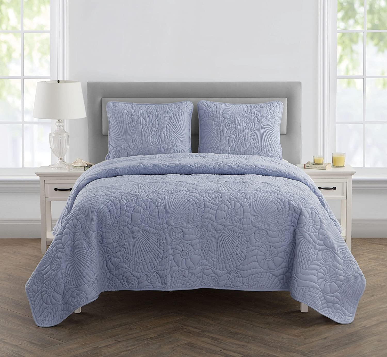 VCNY Home 3 Piece Shells Quilt Set, King, bluee