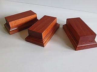 Set 3 basi in in legno di faggio per figurini , dimensioni cm 7 x 13 x 4,5 h , spazio utile appoggio cm 5 x 11
