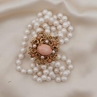 Bracciale vintage di ispirazione retrò formato da 5 fili di perle montato con chiusura a cassetta in ottone effetto antico...