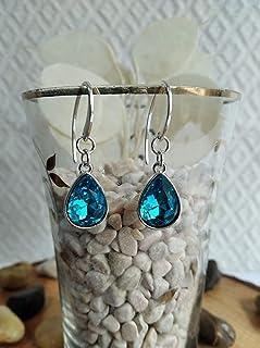 Pendiente de Plata y cristal de roca en color azul con un diseño elegante.
