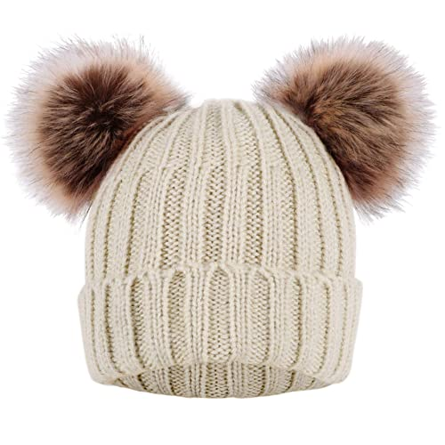 92f22aa7d Mickey Mouse Winter Hat: Amazon.com