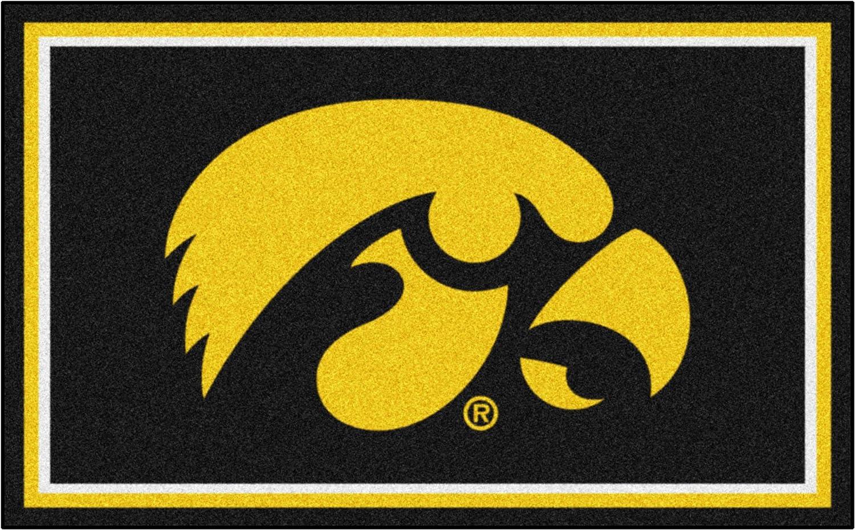 FANMATS NCAA Cheap mail order specialty store University of Iowa Hawkeyes Plush Ru Face New item 4X6 Nylon