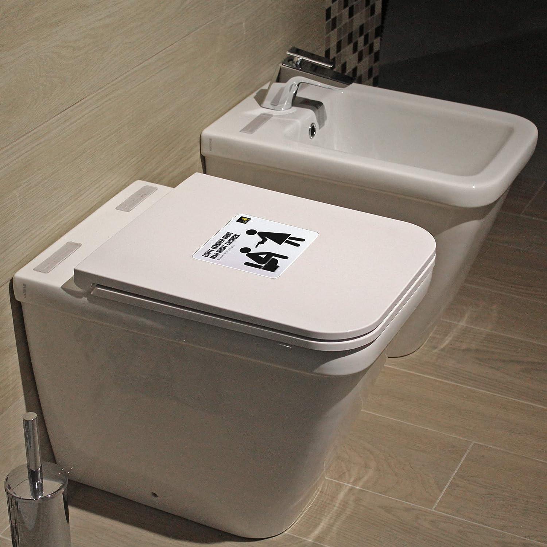 Pinkelt waschbecken frau in Waschbeckenpinkler