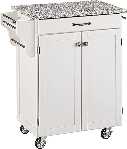 把一个厨房带着一张白色的装饰,把她的大褂带到格兰德维尤