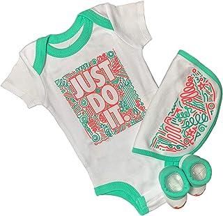 NIKE, Conjunto para bebé con babero, pelele y calcetines.