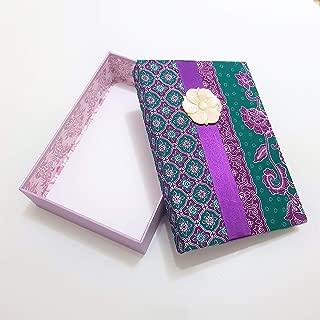Batik Seide Grüne Geschenkverpackung mit Barock Blume Muschel Brosche