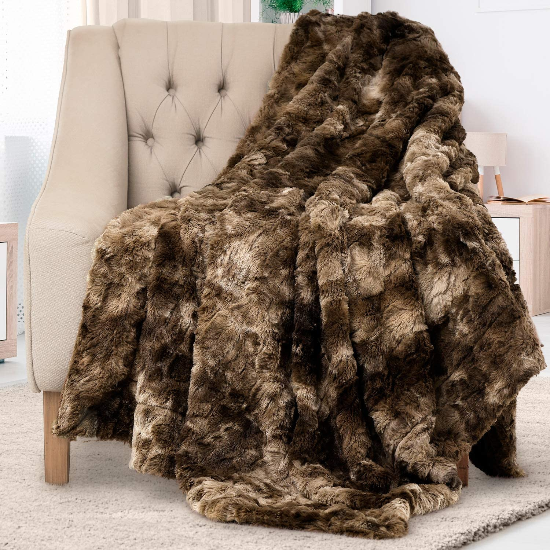 Everlasting Comfort Luxury Faux Fur Throw Blanket - Soft, Fluffy, Warm, Cozy, Plush (Chocolate)