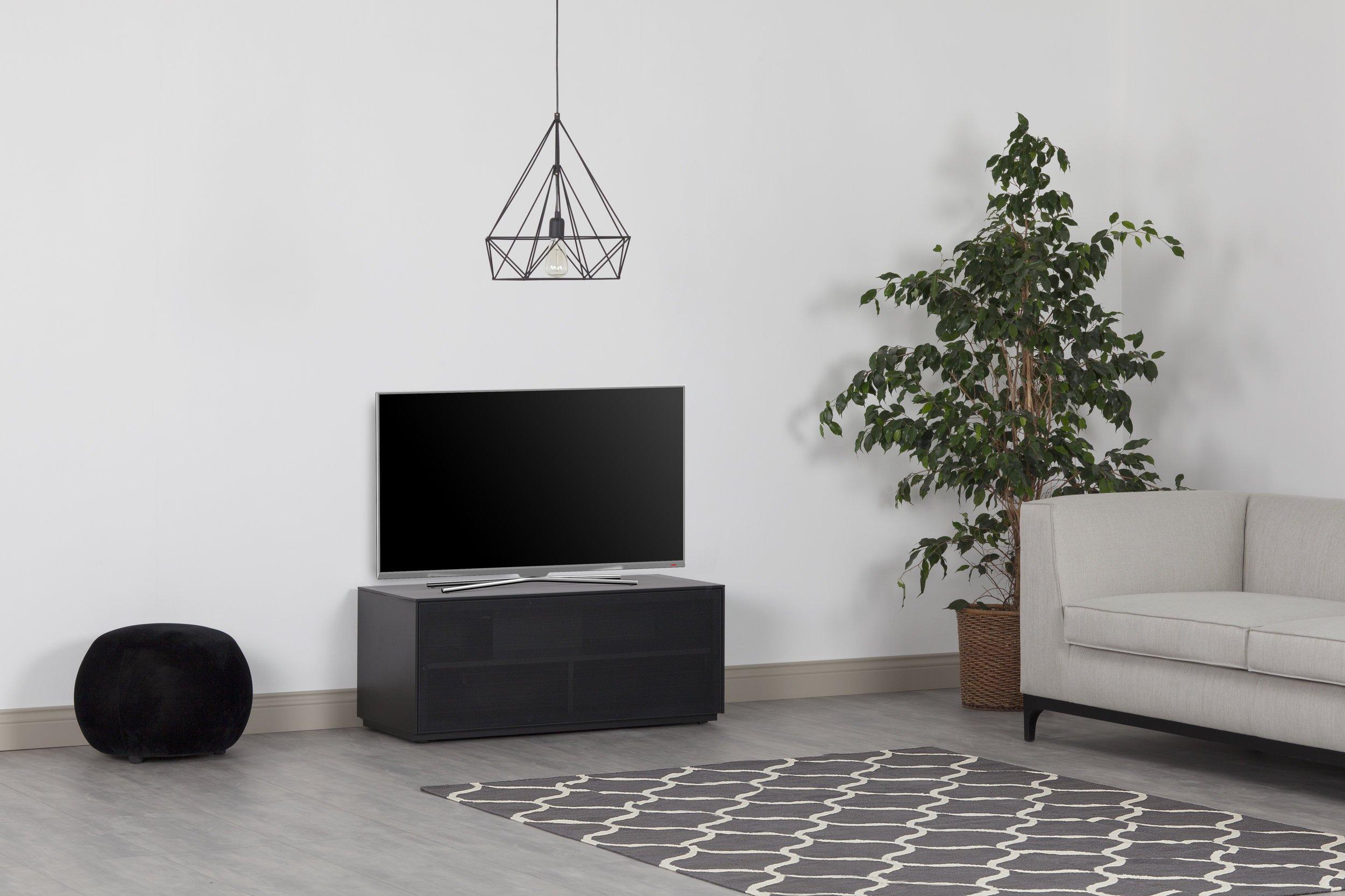 Outline 1050 - Mueble de TV con soporte AV, puerta de malla de aluminio perforada, perfecto para barras de sonido, diseño británico Clear White: Amazon.es: Electrónica