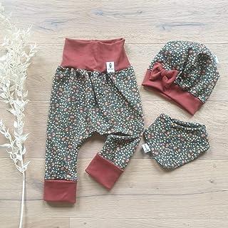 Sharlene Babymode ANGEBOT Set - Hose, Schleifenmütze, Halstuch - Blumenwiese Dunkelgrün terra Baby Mädchen