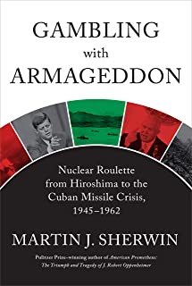 Gambling with Armageddon: Nuclear Roulette from Hiroshima to the Cuban Missile Crisis, 1945-1962 (English Edition)