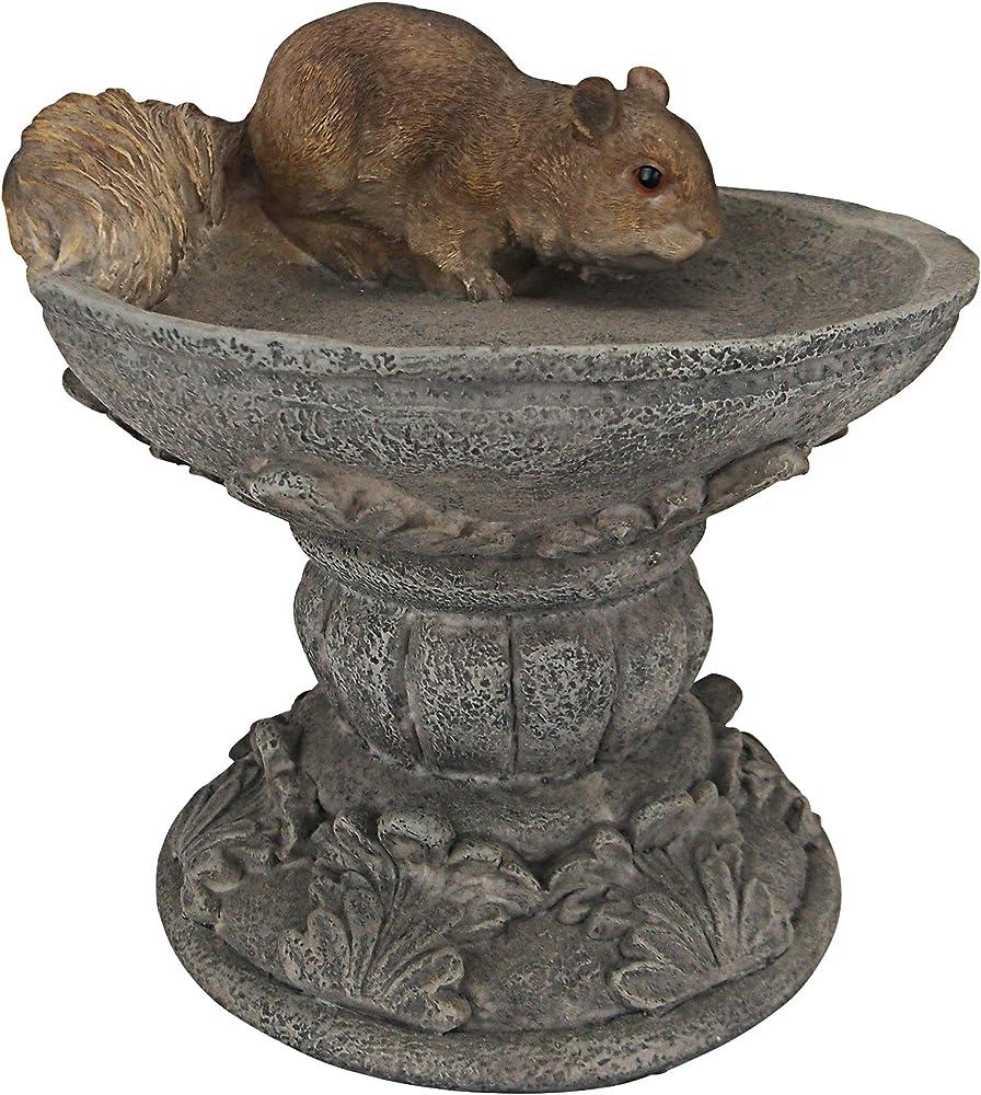 Design toscano, statua di hunter, lo scoiattolo dei boschi, misure 19x18x19 cm, in pietra e resina QM231341