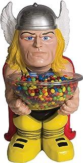 شخصية كابتن أمريكا التقليدية وهو يحمل وعاء الحلوى يظهر في المجلات المصورة التي تنشرها مارفل