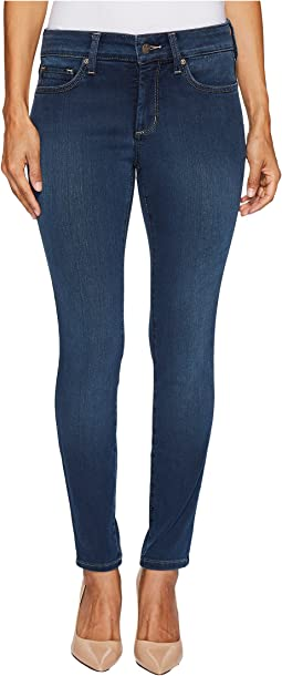 Petite Ami Skinny Legging Jeans in Future Fit Denim in Rome