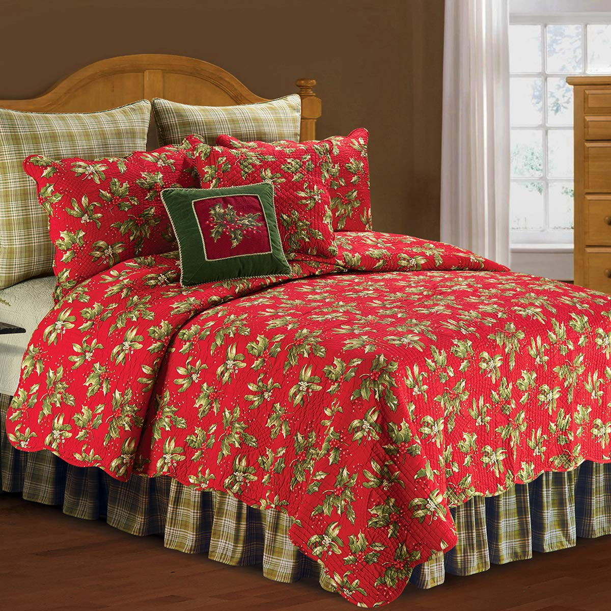 C&F Home Christmas Mistletoe and Holly Red & Green Reversible Twin Quil Twin Quilt