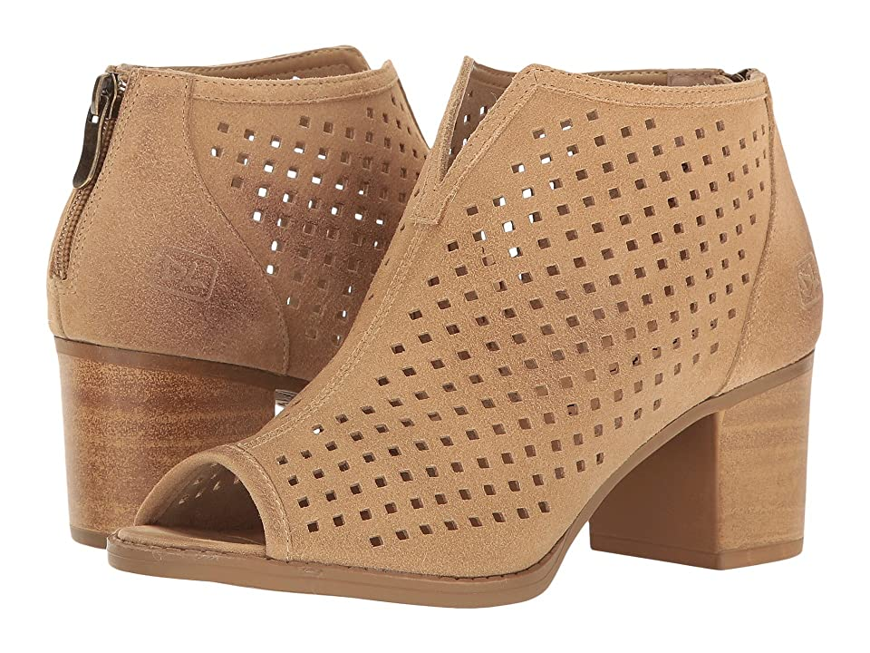 Dirty Laundry Too Cute Split (Sand Suede) Women