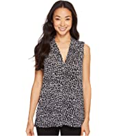 Vince Camuto - Sleeveless Fluttering Notes V-Neck Top with Seam