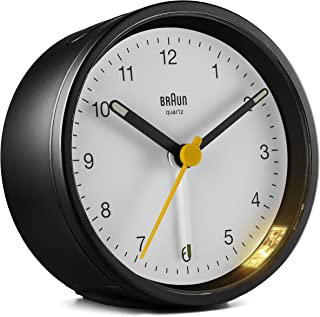 Braun klassisk analog klocka med snooze och lätt, tyst kvartsrörelse, Crescendo pip larm i svart och vitt, modell BC12BW, ...