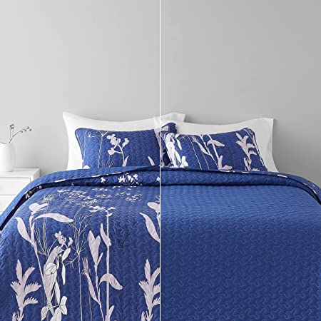 Amazon Basics Pre-Washed Reversible Microfiber 3-Piece Quilt Set - Full/Queen, Navy Floral