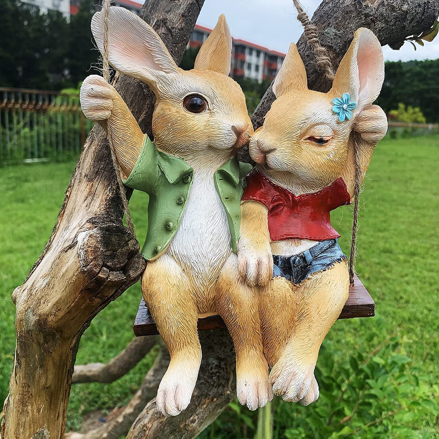 iRonrain Garden Statue Swing Bunny Couples, Indoor Outdoor Cute Hanging Rabbits Lover Sculpture Funny Simulation Art Décor Figurine Ornament for Fence Pathway Backyard Landscape Tree Decorations