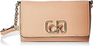 حقيبة طويلة تمر بالجسم مزودة بغطاء قلاب سيغنيتشر من كالفن كلاين باللون البني، مقاس 25 سم، طراز K60K606050