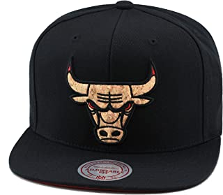 lowest price 57f0b 4c05f Mitchell   Ness Chicago Bulls Snapback Hat Cap Black CORK Material Red Eye