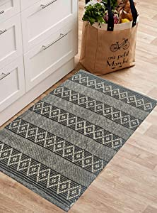 CHARDIN HOME Black & Ivory Boho Throw Rug 2x3 feet  Hand Woven Farmhouse Rug   Great in Kitchens entryways doormats Bathrooms Meditation Mat   Machine Washable & Reversible Cotton Rugs