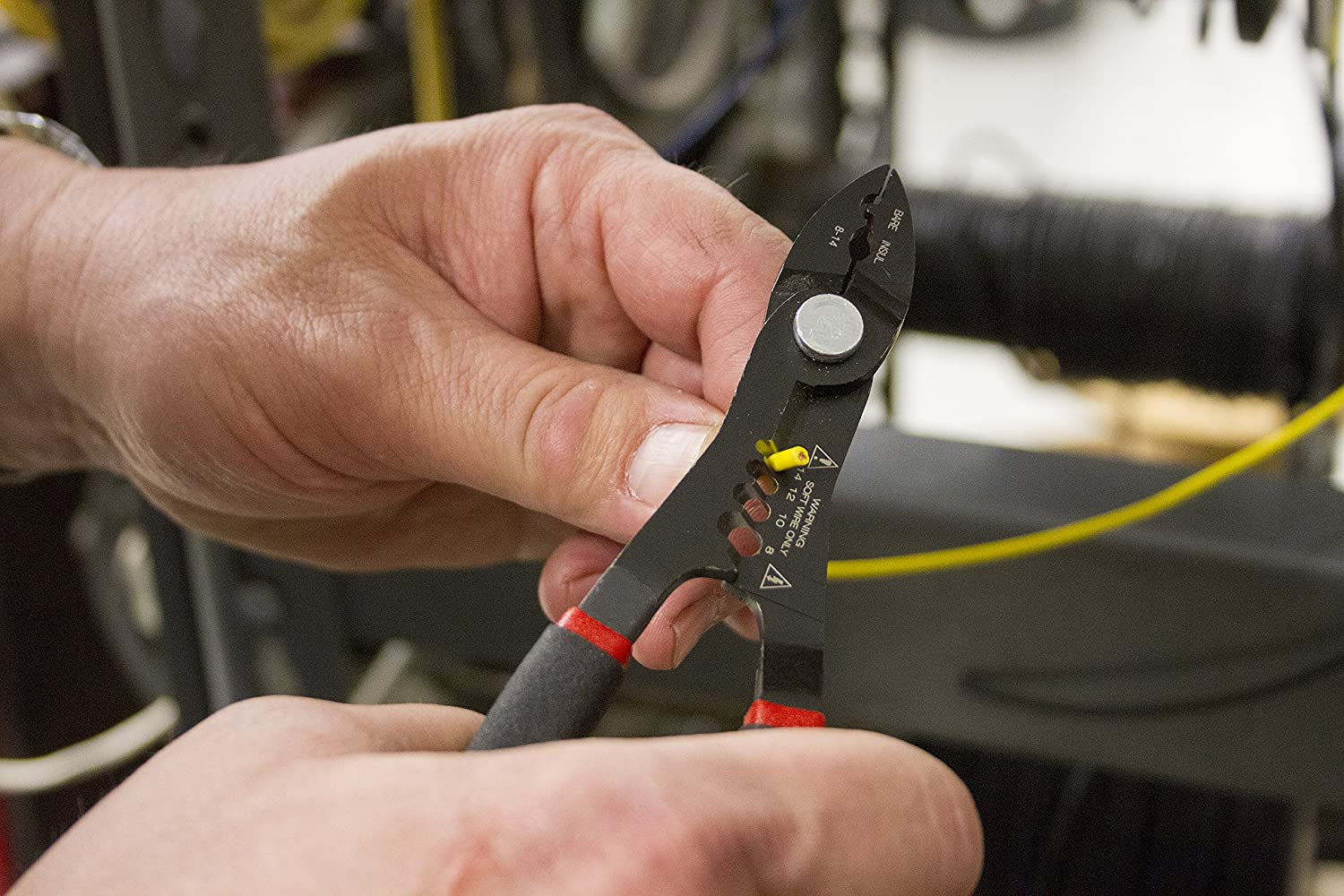 Lisle 68280 8-14 Gauge Compact Multi-Function Wire Stripper