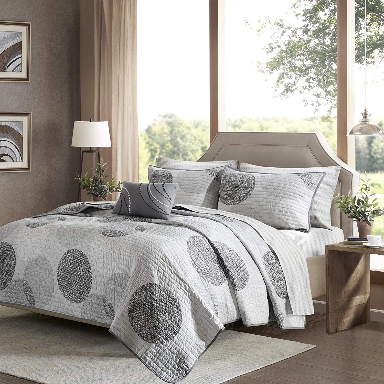 Madison Park Essentials Knowles Queen Size Quilt Bedding Set - Grey, Geometric Dots – 8 Piece Bedding Quilt Coverlets – Ultra Soft Microfiber with Cotton Sheets Bed Quilts Quilted Coverlet