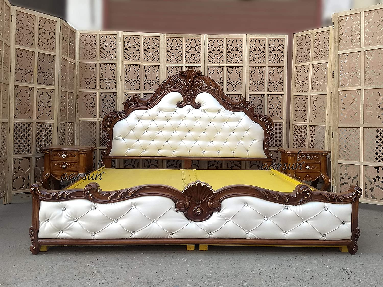Aarsun Royal Bed With Side Tables In Teak Wood Bedroom Set King Size Hand Carved Light Walnut Finish Brown Amazon In Furniture